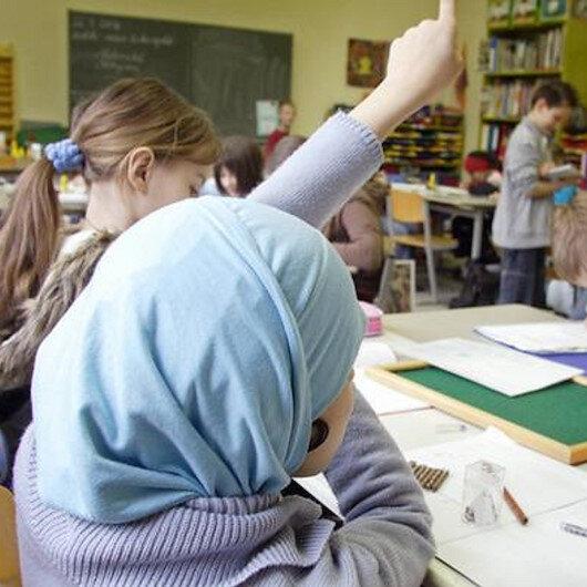 ABD'de tepki çeken olay: Öğrencisinin zorla başörtüsünü çıkardı