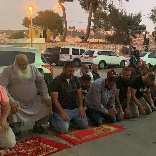 İşgalci İsrail'den Müslüman mezarlarını tahrip etmesini protesto eden Filistinlilere müdahale
