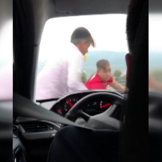 Bursada çocuklar zarf vermeyen düğün arabasına zarar verdi