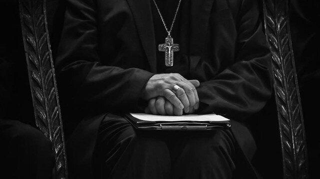 Fransa'da hükümet ile psikoposlar arasında 'istismar' gerilimi: Günah çıkarmanın gizliliğini gerekçe göstermeyin