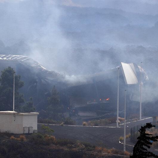 İspanyada La Palmada yanardağdan akan lav çimento fabrikasını yaktı
