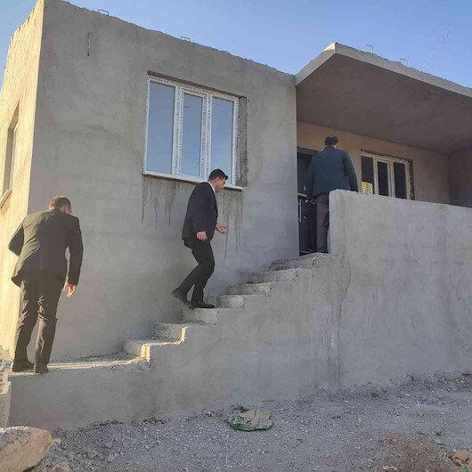Kaymakamlık evi yanan Eşe Nine'ye yeni ev yaptırdı