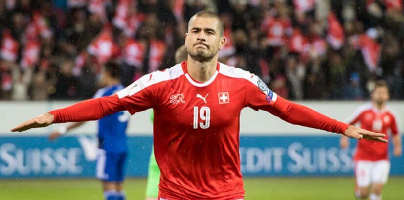 İsviçre formasıyla çıktığı 60 maçta 11 gol attı.