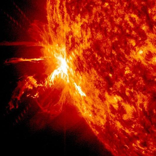 Güneş fırtınası Dünya'yı vuracak: Telefon ve uydu sinyalleri etkilenecek
