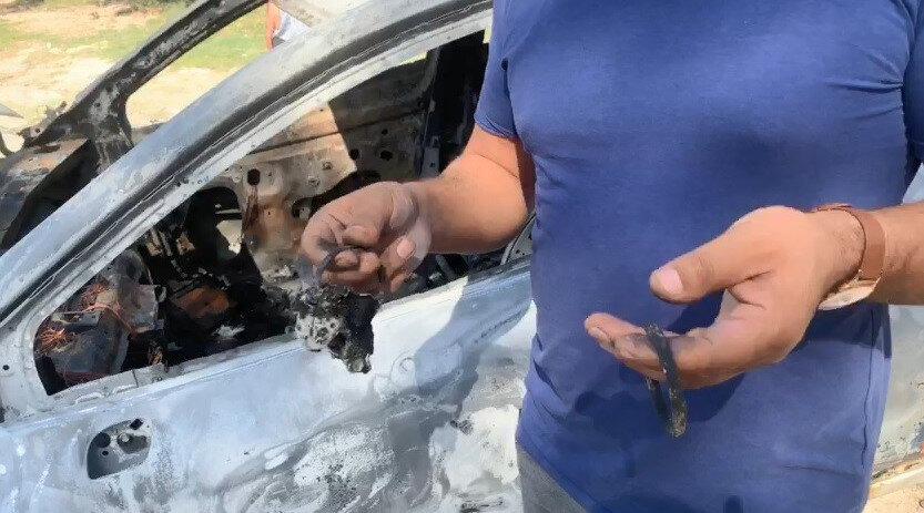 Evden çıkan Polat, park halindeki aracının alevler içerisinde kaldığını gördü.