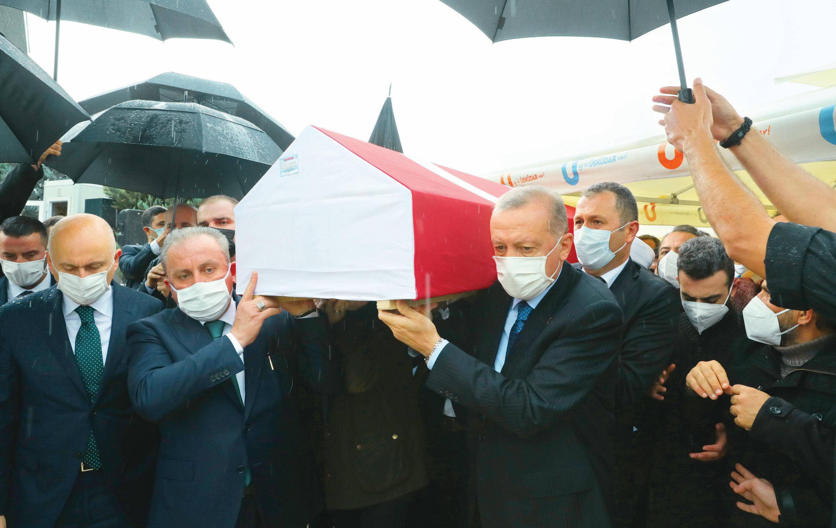 Vefat eden AK Parti milletvekili İsmet Uçma, son yolculuğuna uğurlandı.