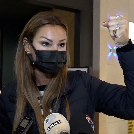 Pınar Altuğdan usta oyuncu Tamer Karadağlıya destek: Ödül törenleri ağzınıza geleni söyleyeceğiniz yer değildir