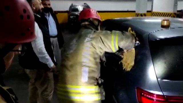Otomobilde kilitli kalan küçük Nedim'i itfaiye ekipleri camı kırarak kurtardı