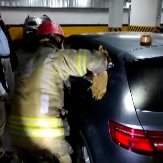 Otomobilde kilitli kalan küçük Nedimi itfaiye ekipleri camı kırarak kurtardı