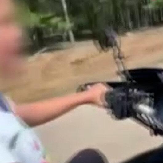 Küçük kızın hayatını hiçe sayıp motosiklet kullandırdı