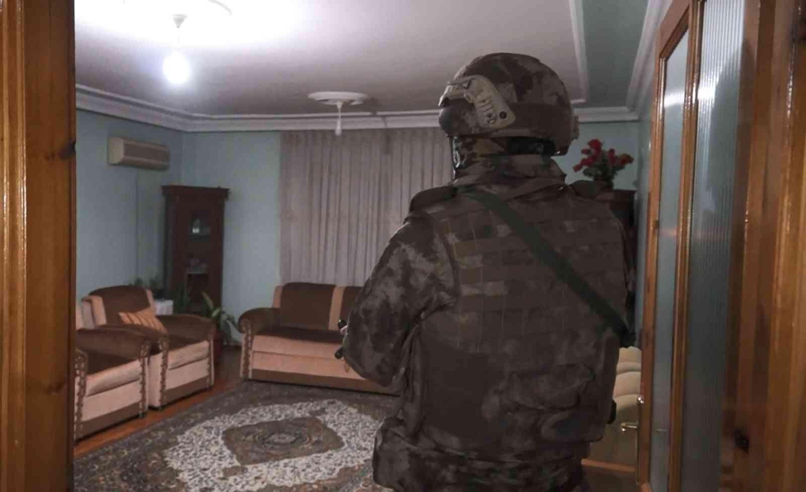 10 farklı adrese eş zamanlı düzenlenen operasyonda 9 kişi gözaltına alındı.