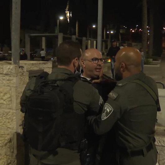 Bir grup Yahudi yerleşimci Filistinlilere ırkçı söylemlerde bulunarak kışkırttı: İşgalci İsrail polisi Filistinlilere müdahale etti