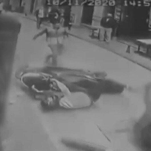 Beyoğlunda vatandaş polisten kaçan motosikletliyi bir tekmeyle yere serdi