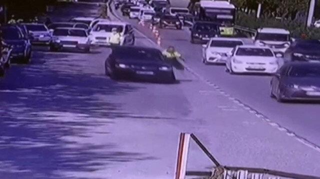Kontrol noktasından kaçmak isteyen sürücü trafik polisini sürükleyerek yaraladı