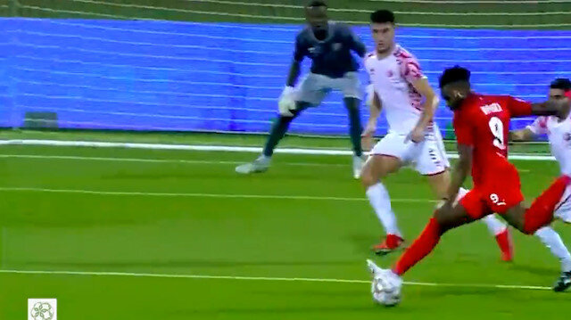 Aaron Boupendza Katar'ı sallamaya devam ediyor: Jeneriklik gole imza attı