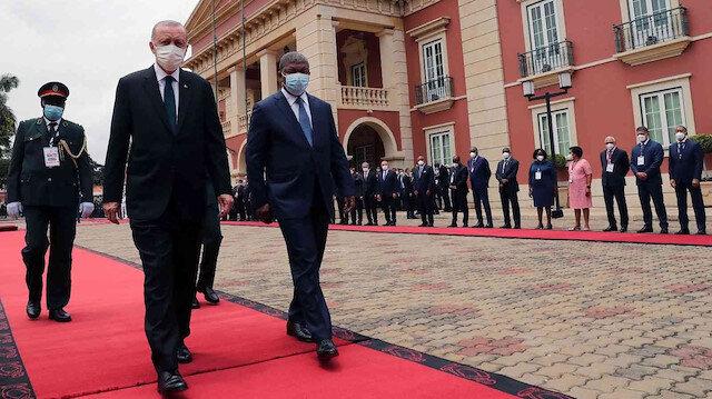 Cumhurbaşkanı Erdoğan Angola'da: Resmi törenle karşılandı