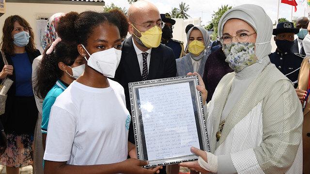 Togolu kız öğrenciden Emine Erdoğan'a duygusal mektup: Afrika'ya bir ziyaretçi değil anne gibi geldiğinizi biliyorum