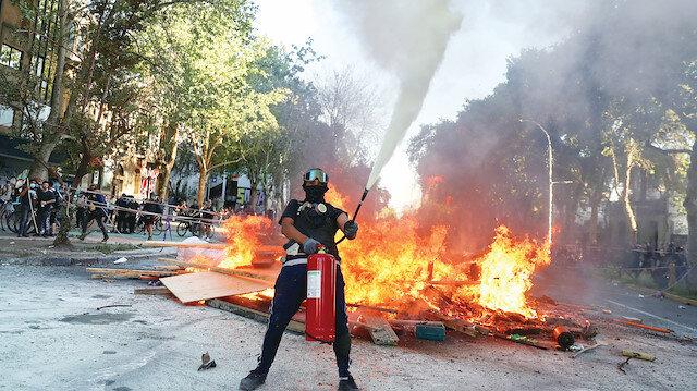 Şili'de halk sokakları yaktı