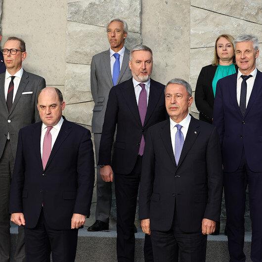 وزير الدفاع التركي يشارك في الاجتماع الوزاري للناتو