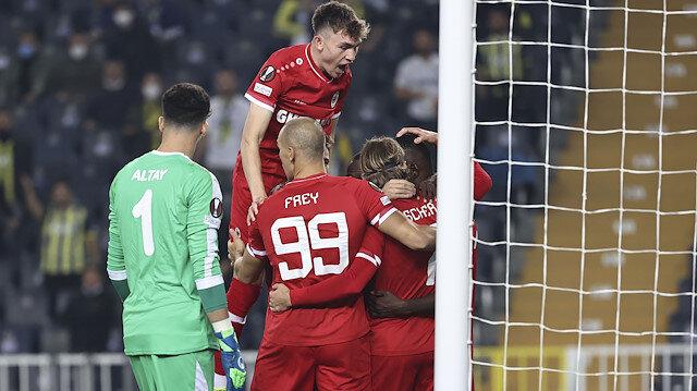 Kiralık olarak gönderilen Samatta Fenerbahçe'ye attığı golle tarihe geçti