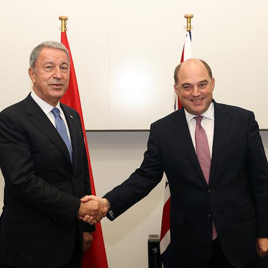 وزيرا الدفاع التركي والبريطاني يبحثان ملفات إقليمية