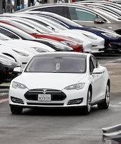 Tesladan çifte rekor
