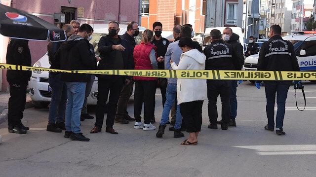 Okul servisine ateş açtı: Seken kurşun sokaktan geçen kadını yaraladı