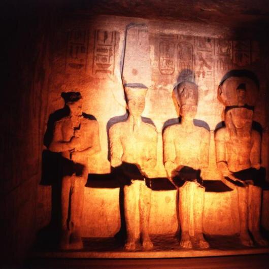 """الشمس تتعامد على وجه الفرعون المصري """"رمسيس الثاني"""""""