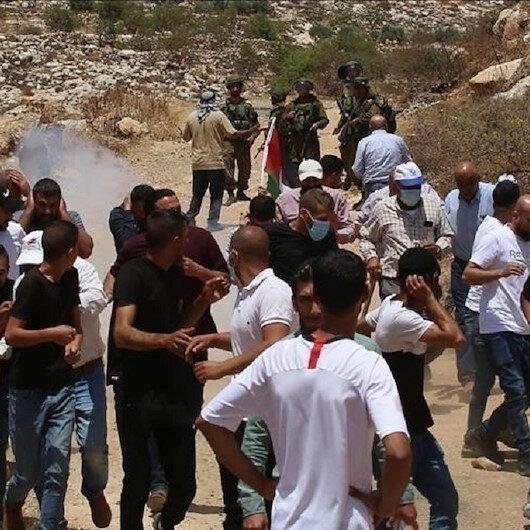 """الضفة.. شبان فلسطينيون يوقعون الجيش الإسرائيلي بـ""""كمين"""""""