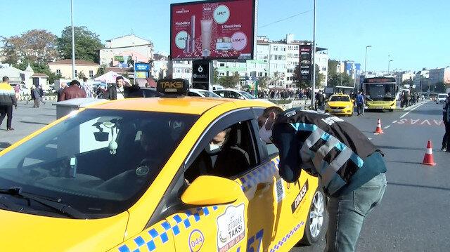 Yolcu seçen taksici gazetecilere öfkelendi: Biraz da trafiği haber yapın