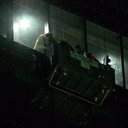 Ümraniye'de camları temizleyen işçiler 24. katta mahsur kaldı