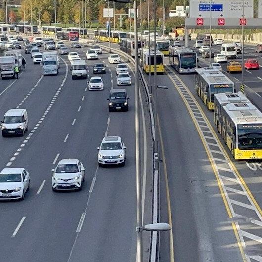 Metrobüs arızası nedeniyle Edirnekapı durağında araç kuyruğu oluştu