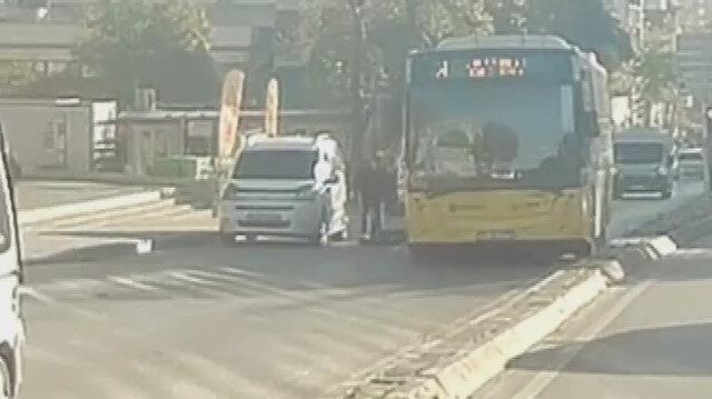 Scooter sürücüsü kapısını açan araca çarpınca İETT otobüsünün altında ezildi