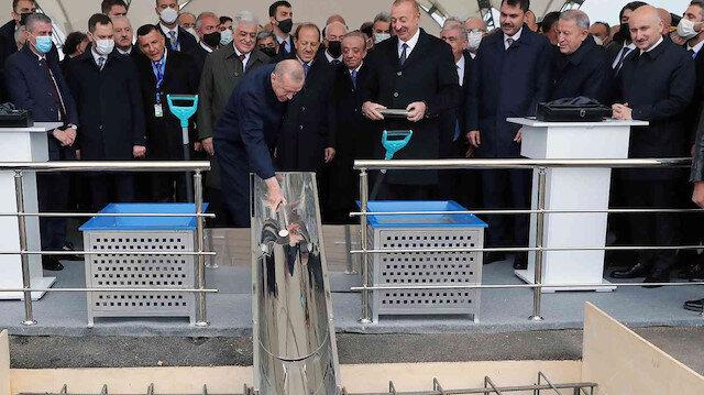 Erdoğan ve Aliyev Karabağ'da kara yollarının temel atma törenine katıldı