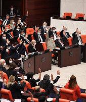 Lübnan tezkeresi bir yıl daha uzatıldı