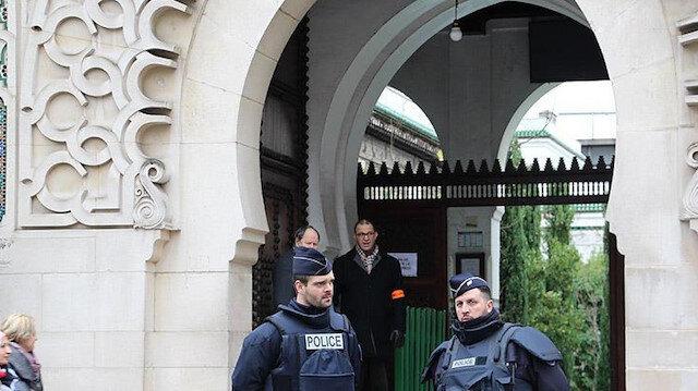 Fransa'da İslamofobi eylemleri hız kesmeden devam ediyor: Bir cami 6 aylığına kapatıldı