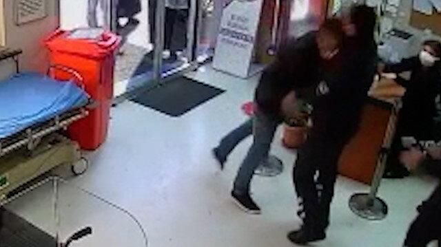 İzmir'de hastanede güvenlik görevlilerine saldırı kamerada