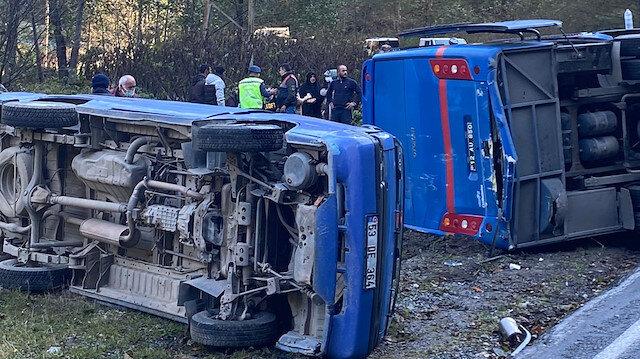 Rize'de buzlu yol dehşeti: Cezaevi aracı kaza yapan kamyonete çarpıp devrildi