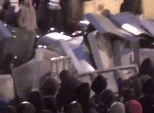 Ukraynada protestocular polise saldırdı