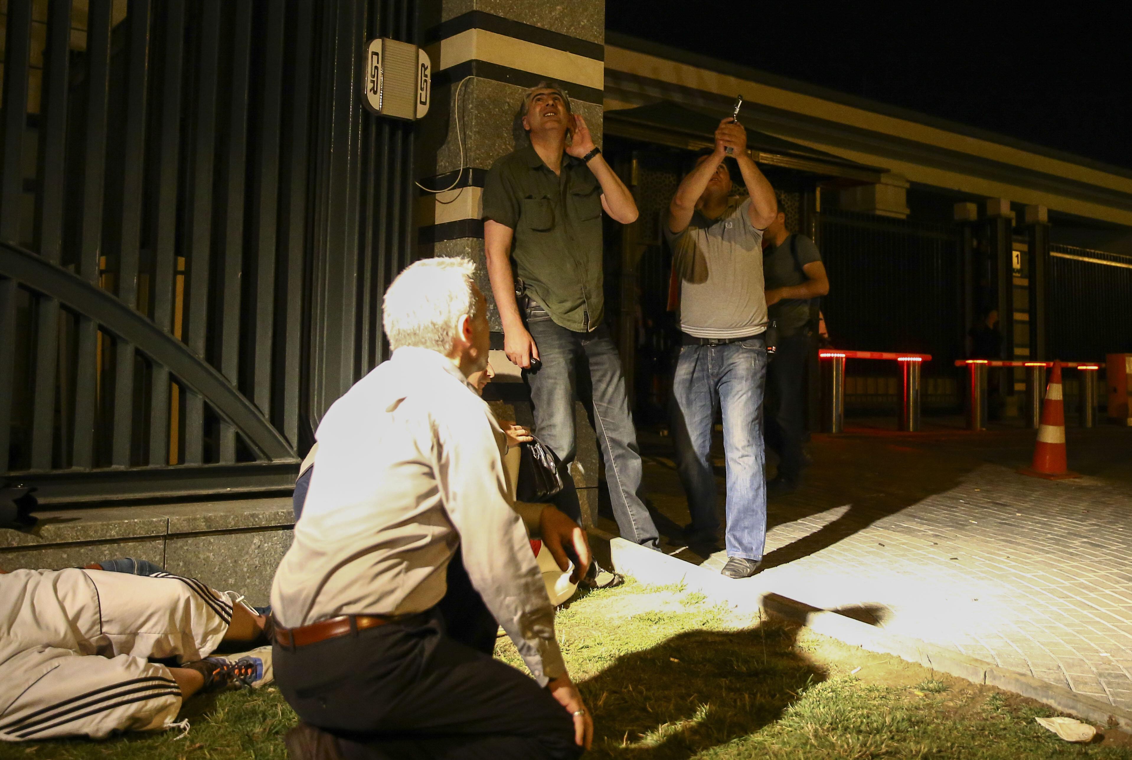 Tüm personel teyakkuza geçerek darbecilere engel oldu.