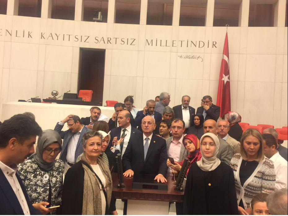 TBMM Başkanı İsmail Kahraman, Meclis'e atılan bombaların ardından milletvekilleriyle birlikte gittiği TBMM sığınağında açıklamalarda bulundu.