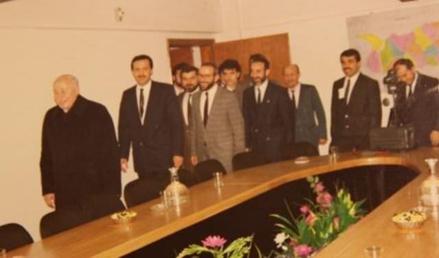 1976 yılında Milli Selamet Partisi Beyoğlu İlçe Gençlik Kolu Başkanlığı'na ve aynı yıl MSP İstanbul İl Gençlik Kolları Başkanlığı'na seçildi.
