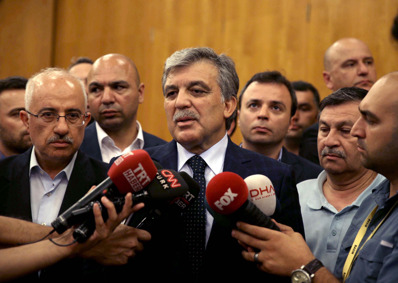 11. Cumhurbaşkanı Abdullah Gül, Atatürk Havalimanı Devlet Konukevi'ne gelerek Cumhurbaşkanı Recep Tayyip Erdoğan ile bir araya geldi. 11. Cumhurbaşkanı Gül görüşmenin ardından gazetecilere açıklamada bulundu.