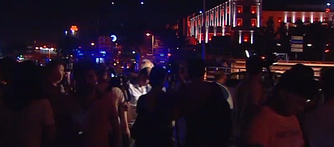 Ankara'da tanklar halkı ezdi