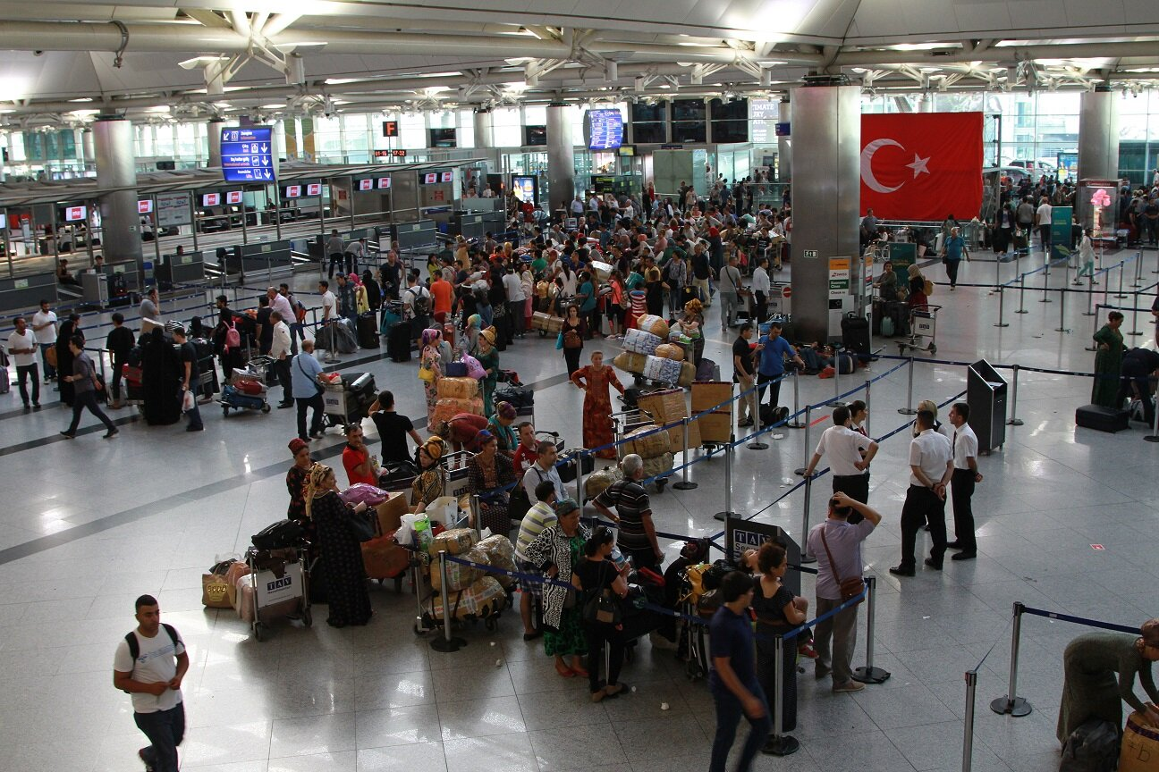 Turkish Airlines (THY) cancelled 925 flights due to the events unfolding during the FETÖ coup attempt.