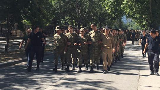 700 putschists surrender at the General Staff Headquarters