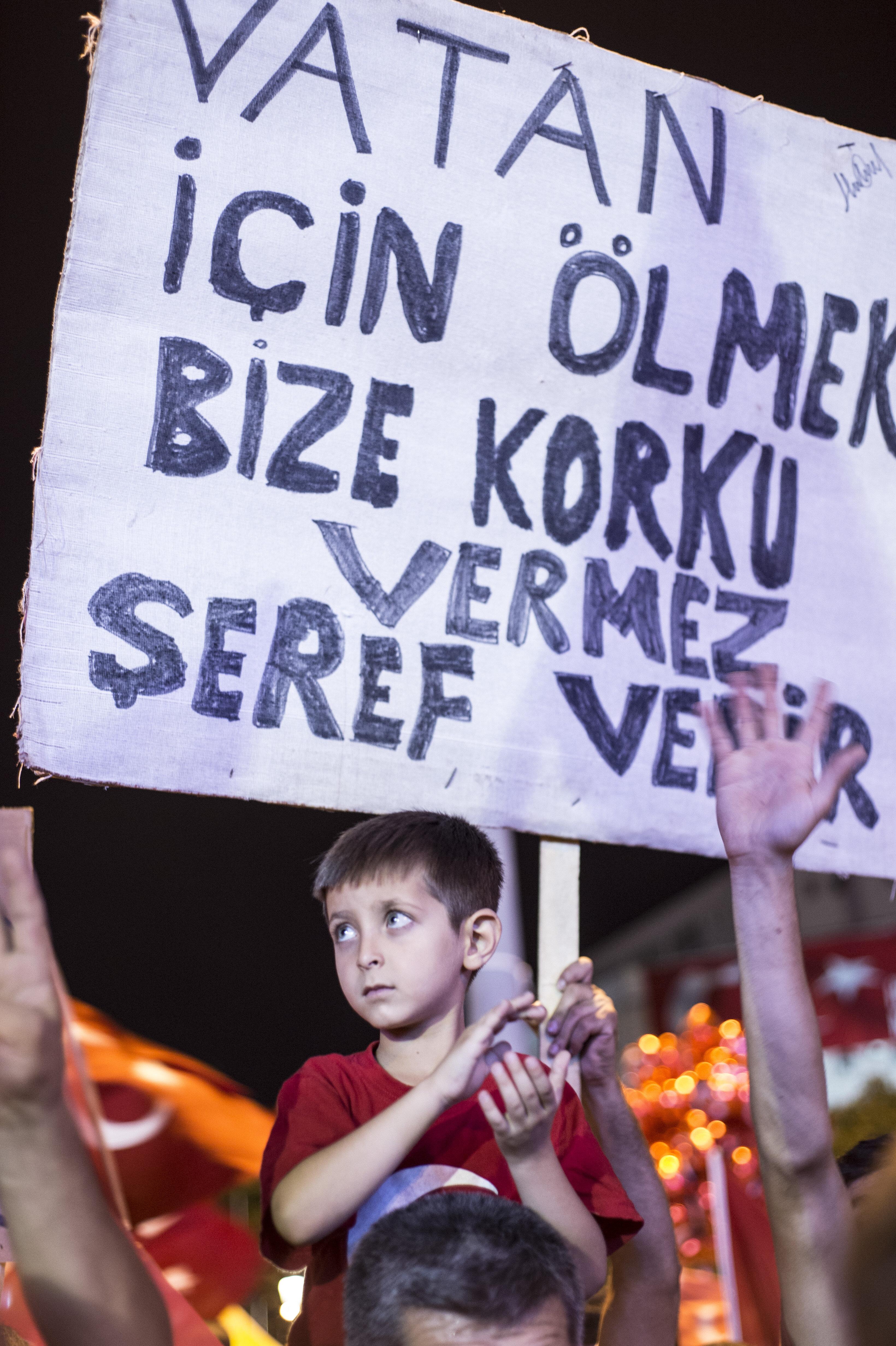 81 ilde halk demokrasi nöbetleri için meydanları bir gün bile boş bırakmadı.