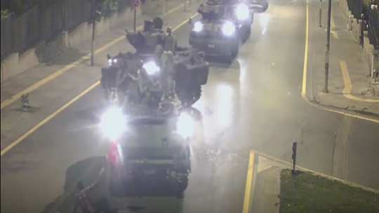 Çankaya Köşkü zırhlı araçlarla kuşatıldı
