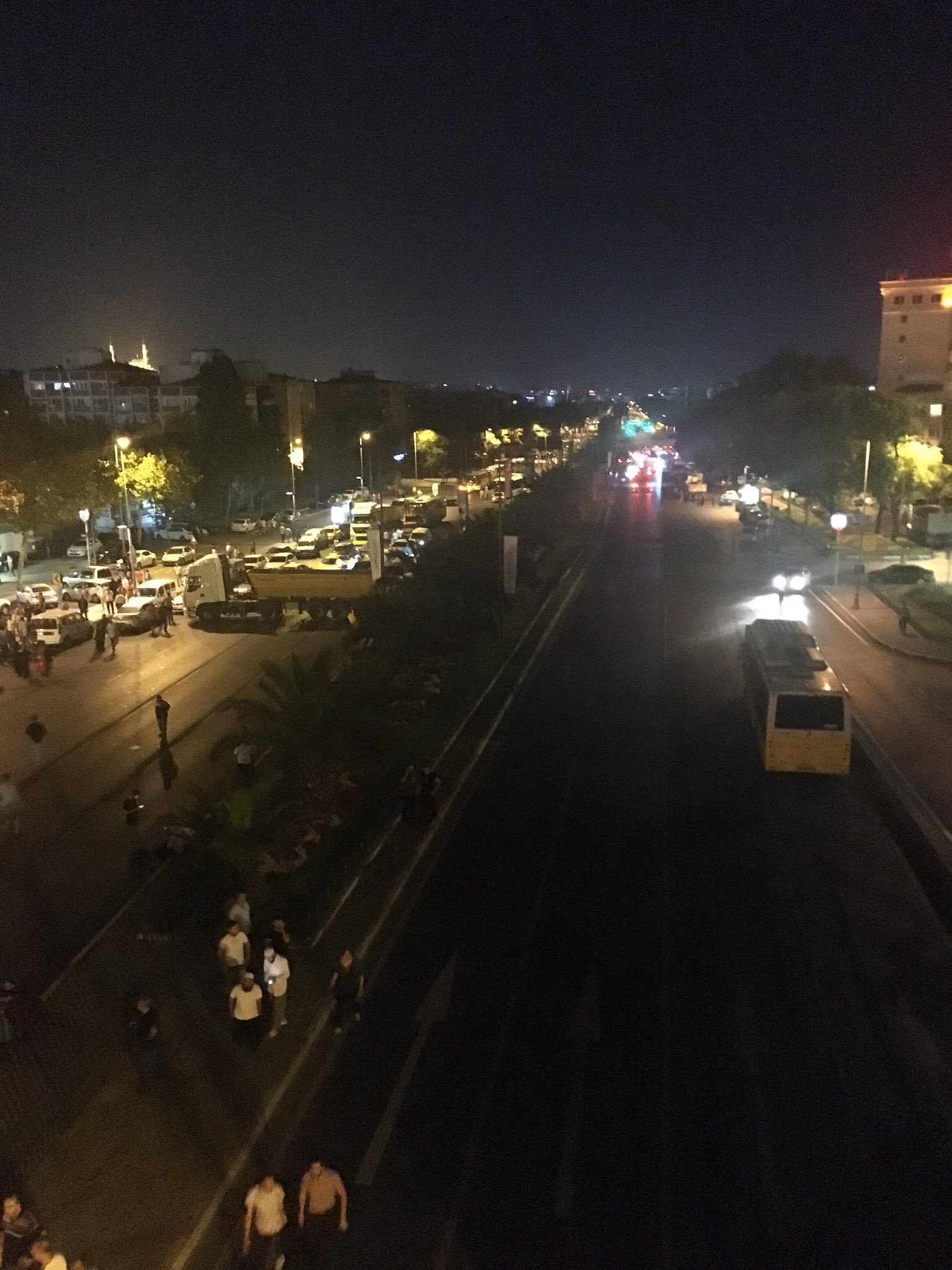 1Two tanks and five armored personnel carriers from the 66th Armored Mechanized Infantry Brigade Commend arrived at Vatan Avenue where Istanbul Police Headquarters is located.