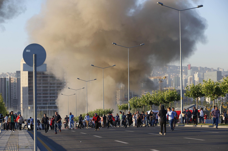 FETÖ mensuplarınca, Cumhurbaşkanlığı Külliyesi ve Cumhurbaşkanlığı Köprülü Kavşağı'na 2 bomba atıldı.